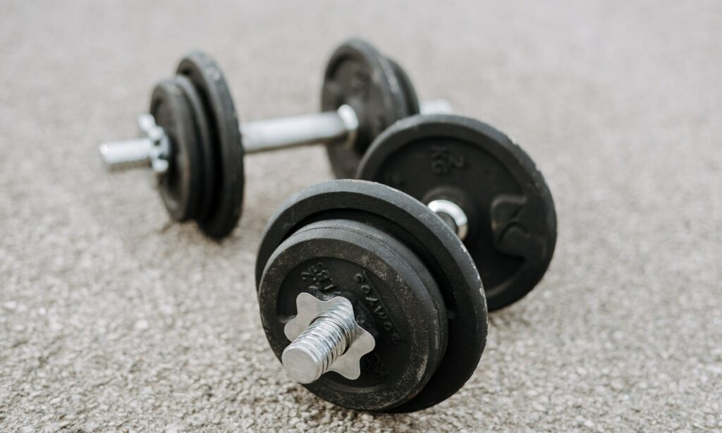 beneficios de entrenar con mancuernas (peso libre)
